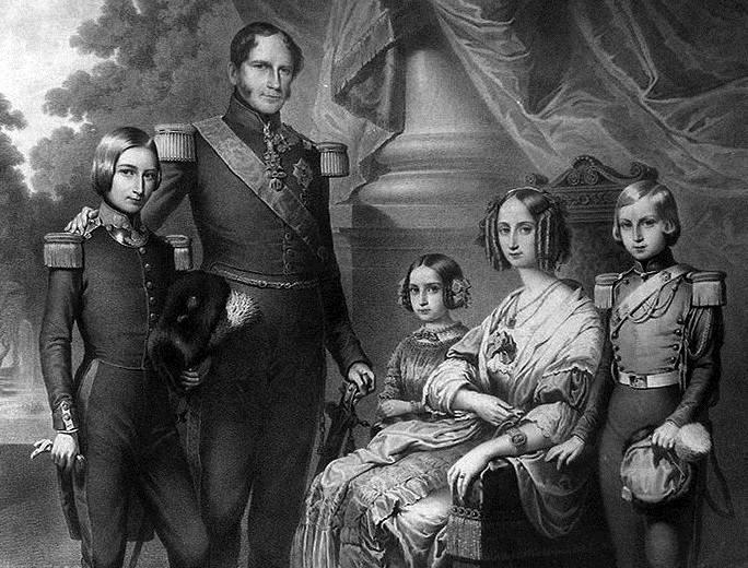 Le couple royal belge et leurs enfants : Léopold, Philippe et Charlotte (collection Roger Viollet)